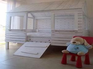 Cabane Chambre Enfant : lit cabane en palette pour egayer une chambre enfant ~ Teatrodelosmanantiales.com Idées de Décoration