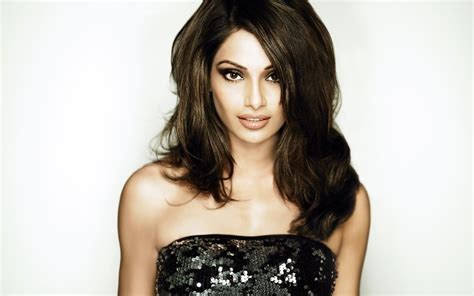 bipasha basu  wallpapers hd wallpapers id