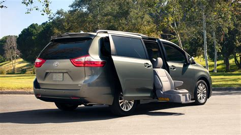 2018 Toyota Sienna   In Depth Review   CarHP.com