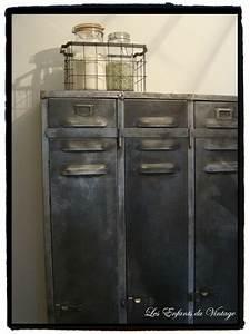 Armoire Vestiaire Metal : vestiaire metallique vintage table de lit a roulettes ~ Edinachiropracticcenter.com Idées de Décoration