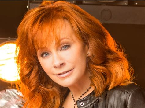 reba mcentire new tv show cast members selected for reba mcentire s new abc