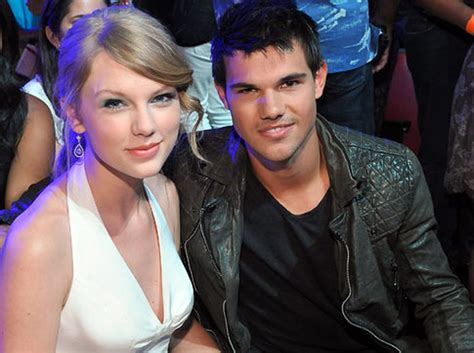 Taylor Swift, Taylor Lautner all smiles at Teen Choice ...