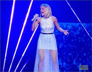 Full Sized Photo of carrie underwood final performance ...