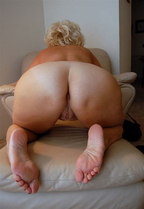 1 In Gallery Mature And Bbw Feet Ass And Pussy 4