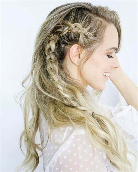 Wavy Wedding Hairstyle With Side Braid And Gold Jewelry