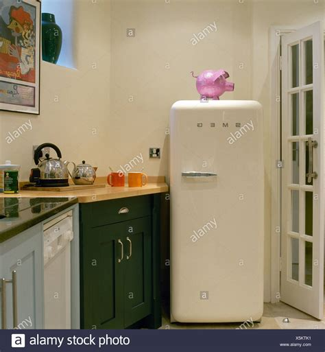 smeg kühlschrank rosa smeg stockfotos smeg bilder alamy