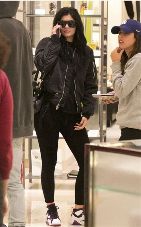 Jacket bomber jacket sneakers kylie jenner fall outfits - Wheretoget