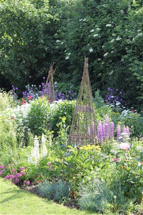 Cottage Garden Ideas by Charming Cottage Garden Designs