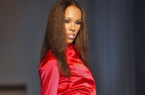 eye like your style jackie christie unveils spring summer 2010 collection to standing o at