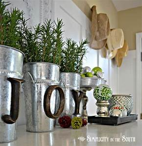Christmas Decorating Ideas - The Honeycomb Home