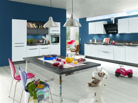 cuisine blanche et bleu mur cuisine bleu projet cuisine mur bleu