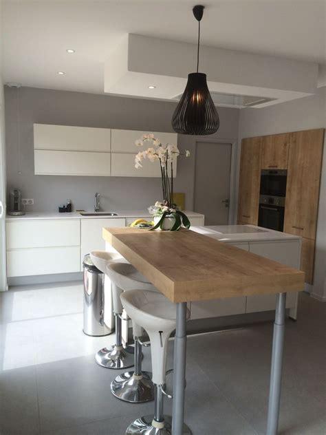 cuisine blanche plan de travail gris 10 idées de cuisines aux meubles laqués blancs et bois