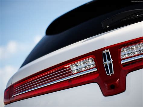 Lincoln MKT (2013) - picture 25 of 33