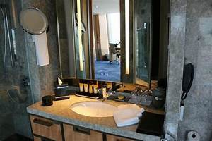 The room picture of shangri la hotel at the shard for Shangri la bathroom