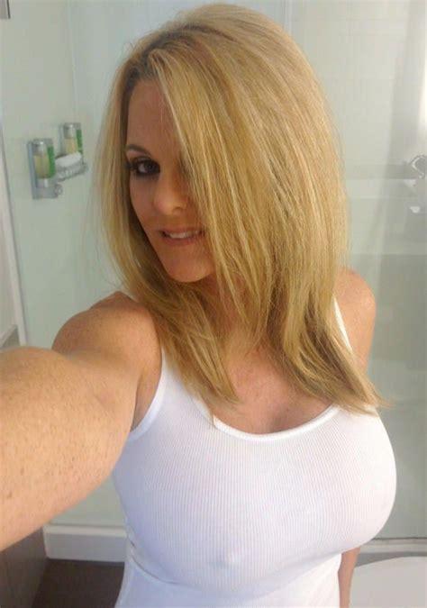 Pin By Albert On Beautiful Sexymilf Woman Hair Mom Selfies