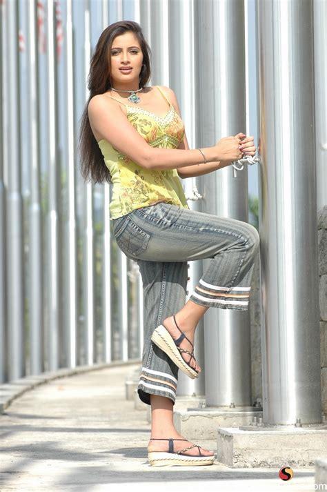 Celebraitys Hot And Sexy Images Navneet Kaur Weds Ravi