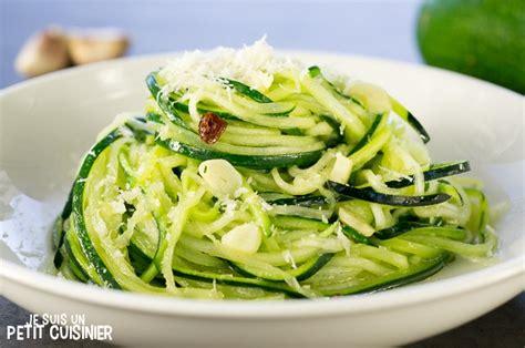 comment cuisiner les courgettes spaghettis recette de spaghettis de courgette à l ail