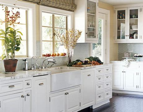 Getting That Timeless Kitchen Aura With White Cabinets