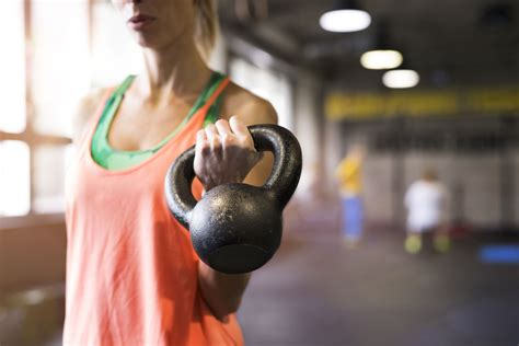 kettlebell exercises cardio advanced strength working istockphoto kettle exercise fitness errores remo avanzati esercizi forza woman holding premere referencial gym