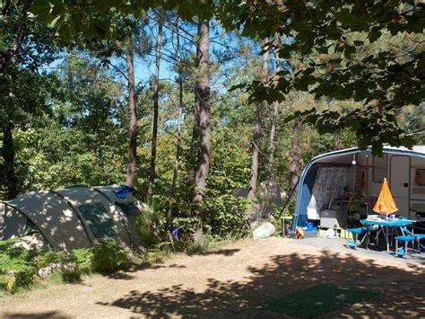 La Clou : Camping Le Clou Ligt In Een Klein Dorpje In De Périgord