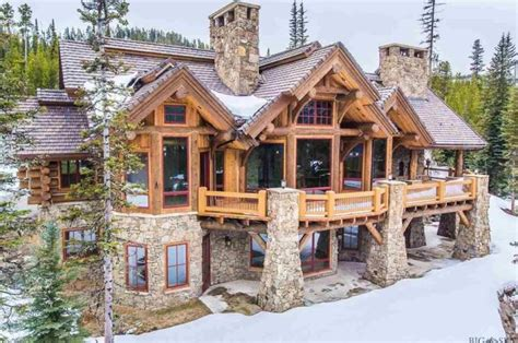 8 Of The Most Stunning Log Cabin Homes In America