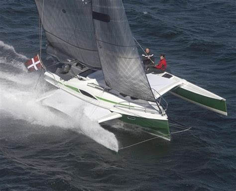 Trimaran Knots Speed by Dragonfly 28 Trimaran At Speed Trimarans