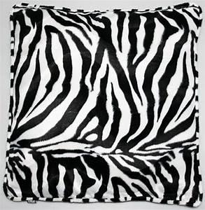 Kuscheldecke Animal Print : kissen animal print gro wohnen wohntextilien kissen ~ Whattoseeinmadrid.com Haus und Dekorationen