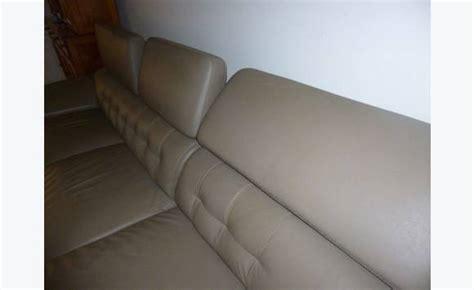 protege canape cuir canapé cuir beige avec méridienne annonce meubles et