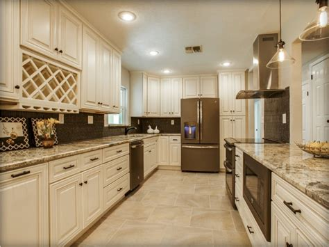 pictures of small kitchens with white cabinets antique white kitchen cabinets pictures tedx designs 9730