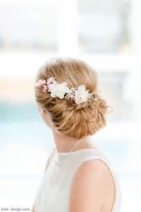 haarschmuck blumen hochzeit haarschmuck blüten blütenkamm braut haarblüten produkte