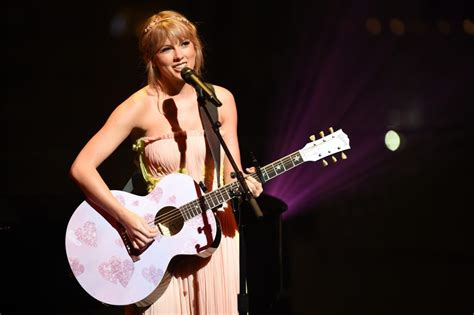 Taylor Swift's 'Fearless' Announcement Is Filled With ...