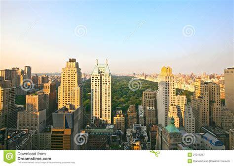 le bureau lumi鑽e du jour horizon et central park de manhattan au coucher du soleil photographie stock libre de droits image 27015267