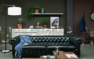 le brun en tant que deco salon 50 inspirations cool pour With tapis de marche avec canapé cuir marron chesterfield