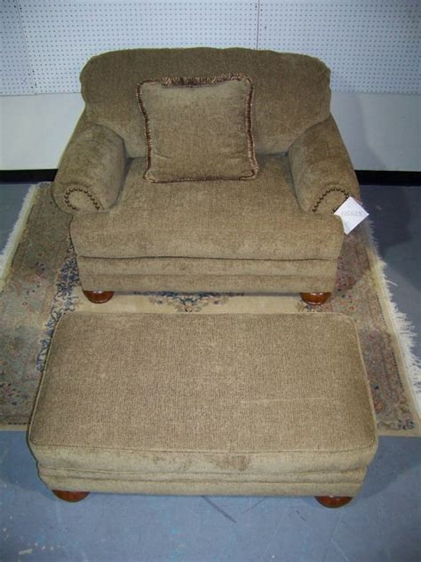 Overstuffed Chairs With Ottoman by Classic Upholstered Overstuffed Chairs With Ottoman