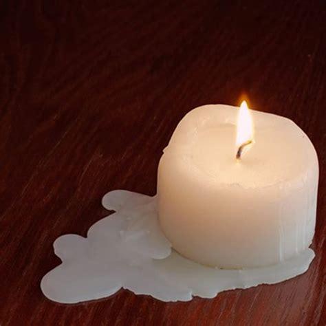 cera candela macchie di cera di candela su legno e parquet