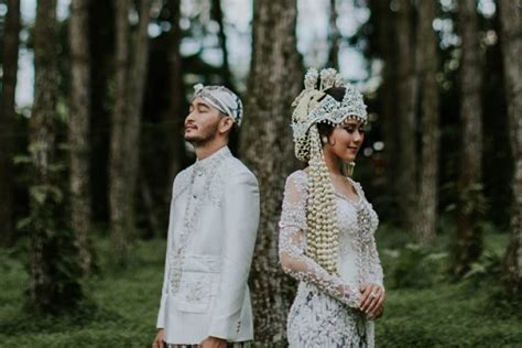 syahnaz   artis  tampil menawan  pernikahan