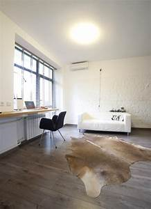 tapis peau de vache accessoire original pour votre interieur With tapis peau de vache avec canape blanc alinea