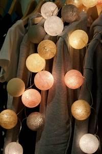 Boule Lumineuse Guirlande : beaucoup d 39 id es d co avec la guirlande lumineuse boule ~ Teatrodelosmanantiales.com Idées de Décoration