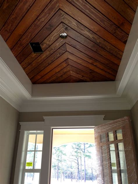 foyerpenny width pine panelingtongue groove ceiling