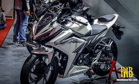 Cb 150r And Yamaha R15 by 2016 Honda Cbr150r Price Launch Feature Specs India