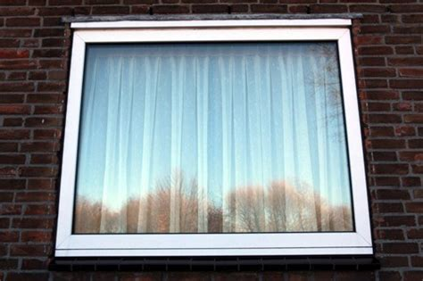 Как предотвратить запотевание пластиковых окон осенью и зимой?