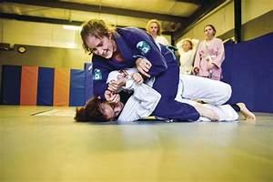 Fight like a girl: Local MMA fighter debuts women's-only ...