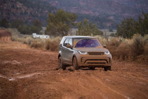 land rover off road 2017 land rover discovery off road 56 motor trend
