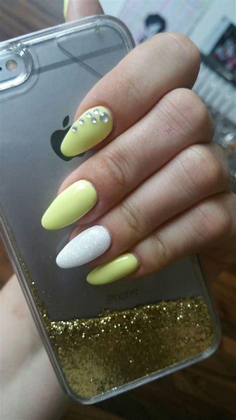 ongle en gel jaune  blanc