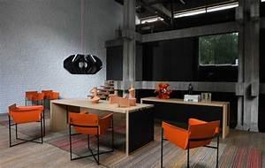Meubles salle a manger 27 idees tables chaises roche bobois for Meuble salle À manger avec chaise en couleur
