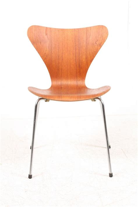 series 7 teak dining chairs by arne jacobsen for