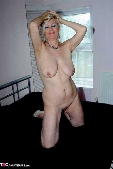 This Blonde Amateur, With A Shaved Pussy, Displays Her Aging Body - YOUX.XXX