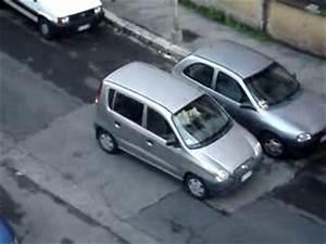 Garer Une Voiture : une femme essaie de garer sa voiture ~ Medecine-chirurgie-esthetiques.com Avis de Voitures