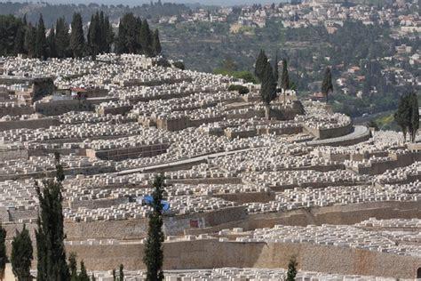 Find A Grave: Har HaMenuchot Cemetery