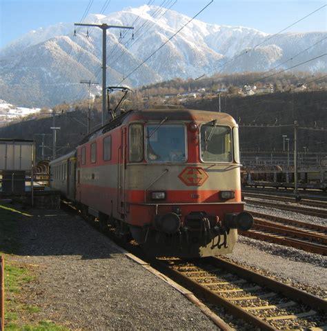 Die Swiss Express Re 44 Ii 11109 Am Autoreisezug Brig